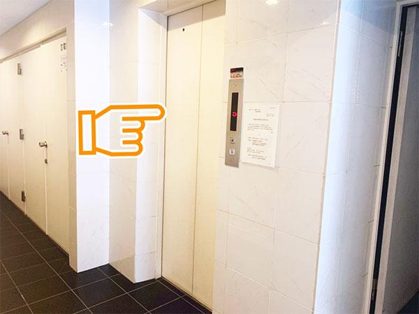 11.エレベーターで2階のサロンにおいでください。